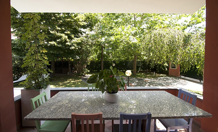 Patio table, Villa Angela, one of the villas you can rent from Glesus, Wedding & Travel Services in Italy