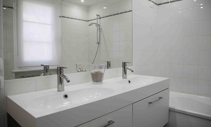Bathroom, Villa Angela, one of the villas you can rent from Glesus Wedding & Travel Services in Italy
