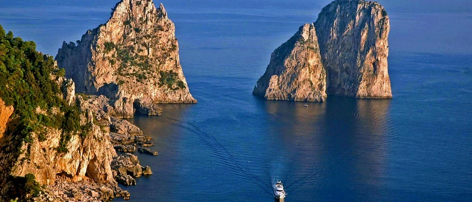 Faraglioni di Capri, one of the travel destination from Glesus, Wedding & Travel Services in Italy